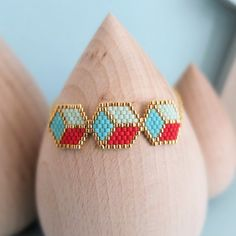 cubes bracelet handmade with japanese by MyFrenchTouchBijoux Handmade Bracelets, Handmade Jewelry, Cubes, Brick Stitch, Beading Patterns, Turquoise, Chain, Mint Gold, Red Gold