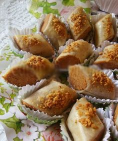 Skandraniettes aux cacahuètes     Ingrédients :   Pâte :  5 mesures de farine  1 mesure de beurre fondu  1 pincée de sel  eau de fleur d'...