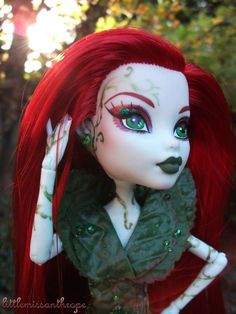 she's poison ivy! Monster High Pictures, Poison Ivy Cosplay, My Superhero, Dolls, Clothes, Puppets, Nice Asses, Baby Dolls, Outfits