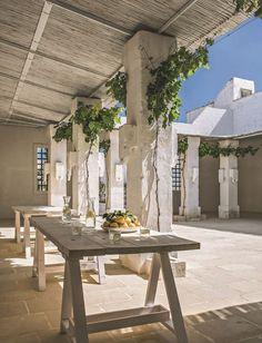 Cours intérieures, patios, terrasses, les recoins ne manquent pas pour profiter du calme sous le soleil !