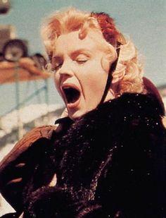 "~ Marilyn Monroe yawning on set of ""Bus Stop. Classic Hollywood, Old Hollywood, Divas, Marilyn Monroe Photos, Marilyn Monroe Wallpaper, Bus Stop, Norma Jeane, On Set, Belle Photo"