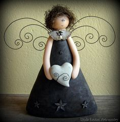 Wow, what a cute idea but dont like sad face. The wings might be harder and how to attach where theyd be stable. Angel Crafts, Christmas Projects, Christmas Crafts, Christmas Ornaments, Clay Angel, Handmade Angels, Cute Clay, Paperclay, Angel Ornaments
