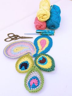 Crochet Peacoks and Pasley - Tutorial ❥ 4U hilariafina http://www.pinterest.com/hilariafina/