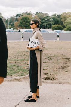The Best Street Style From Paris Fashion Week. The Best Street Style From Paris Fashion Week. Fashion Mode, Look Fashion, Winter Fashion, Womens Fashion, Fashion Trends, Trendy Fashion, Fashion Stores, Fashion Lookbook, Net Fashion