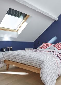 Exceptions are noted and, if you are introducing a common ample space and want some bedroom ideas, take a look at the board and let you inspiring! Attic Bedrooms, Bedroom Loft, Girls Bedroom, Bedroom Ideas, Photovoltaic Cells, Pet Water Fountain, Decorating Bookshelves, Roof Window, Shutters