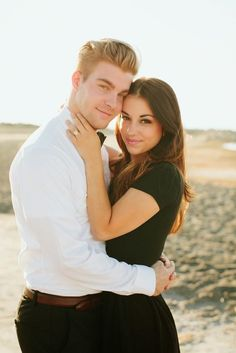 Verlobung # pärchenfotoshootingideen-MUST have framed the photo of us ! Photo Poses For Couples, Poses Photo, Couple Picture Poses, Couple Photoshoot Poses, Engagement Photo Poses, Photo Couple, Couple Photography Poses, Couple Posing, Wedding Photoshoot