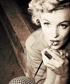 Marilyn doing her lipstick.