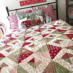 last year I encouraged everyone to sew Christmas all through the year. ✂️ that way by the time December rolled around you would have a nice little collection of quilts & gifts.  this is one of the quilts I made during @beelori1 flower box sew along with mistletoe lane. #sewchristmasallyear #teamchristmas2015 #flowerboxsewalong #beeinmybonnet #bunnyhilldesigns