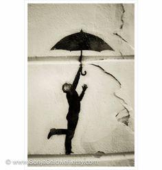 umbrella graffiti art | Paris street art /