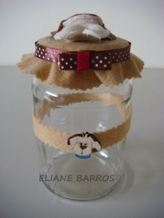 vidro reciclado com tampa trabalhada em feltro, feito por Eliane Barros.