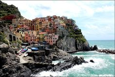 Italy Highlight: Hiking Cinque Terre...great post about seeing all 5 towns in one day! I think this is a must for Italy.