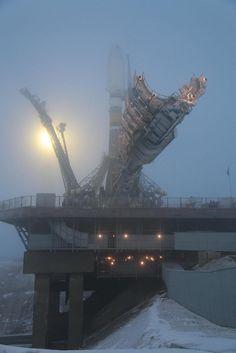 rocketumbl: Soyuz 2.1b - 深夜の新興住宅地