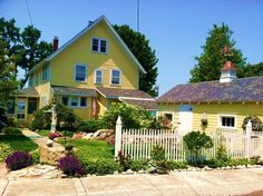 Bed and Breakfast Cottage Garden with lots of flowers on Put-In-Bay Island Ohio