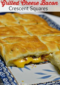 This looks YUMMY!--My Grilled Cheese Bacon Crescent Squares are insanely delicious, y'all! They only need 3 ingredients! This recipe is SUCH a blockbuster, if I do say so myself ;) Guaranteed to be an instant favorite! I Love Food, Good Food, Yummy Food, Tasty, Crescent Roll Recipes, Crescent Rolls, Pilsbury Crescent Recipes, Great Recipes, Favorite Recipes
