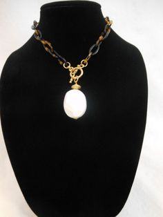 NWT. Lorren Bell. Tortoise Shell Chain & Large Porcelain White Drop Necklace. $96.00