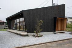 一級建築士 和田隆が代表を務めるワックアークテクツアンドホームズ WAKK'S ARCHITECTS HOMESは、青森県三沢市にあり、シンプル、モダンデザインに素材感を融合させたスタイルを得意とする設計事務所です。「思いがかなう家づくり」をテーマに、工務店を介さないシステム「オープンシステム」を提案しています。