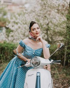 """Aida Đapo Muharemović on Instagram: """"The dream of Italy, that simple life on the coast, is encapsulated in the Vespa, in all its versions and colors 🛵 I keep on dreaming of…"""" Idda Van Munster, Scooter Girl, Vintage Models, Fashion Updates, Vespa, Pin Up Girls, Fashion Models, Coast, Italy"""