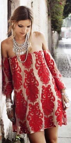 Mini vestido ideal para una boda de día.