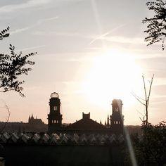 "51 To se mi líbí, 1 komentářů – @nosvemeste na Instagramu: ""Magická místa Prahy... #view #beautifulview #sunset #prague #praha #city #rooftop #ilookandisee…"" Praha, Magick, Instagram, Witchcraft"