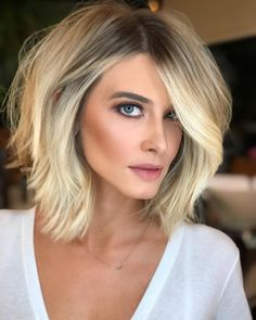 Short bob hairstyles have always been popular. Nowadays, hairstyle art is pursuing a more natural appearance. Simple, natural and energetic. So, what kind of short Bob hairstyle meets these requirements? Cute Hairstyles For Medium Hair, Short Bob Hairstyles, Bob Haircuts, Blonde Haircuts, Formal Hairstyles, Easy Hairstyles, Girl Hairstyles, Haircut And Color, Volume Haircut