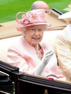 La reina Isabell II del Reino Unido el día de apertura de las Carreras de Ascot el 18 de Junio de 2013.