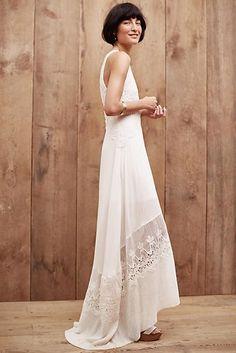 Robe blanche dentelle anglaise