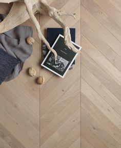Modern Wood Floors, Natural Wood Flooring, Timber Flooring, Parquet Flooring, Vinyl Flooring, Parquet Chevrons, Wood Floor Texture, Chevron Floor, Open Plan Kitchen Living Room