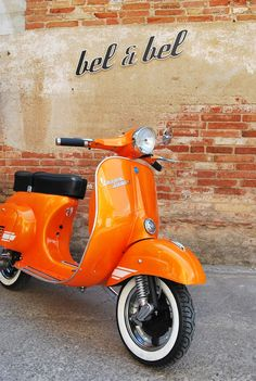 An orange Vespa.The best scooter in the world. Thanks to Italy Orange Aesthetic, Aesthetic Colors, Aesthetic Vintage, Aesthetic Collage, Scooters Vespa, Motos Vespa, Scooter Scooter, Scooter Motorcycle, Orange Is The New Black