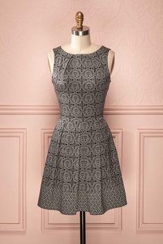 Ivanna - Classic cut high-neckline grey pattern dress
