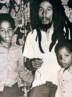 Afbeeldingsresultaat voor bob marley and stephen marley Bob Marley Legend, Reggae Bob Marley, Stephen Marley, Damian Marley, Kingston, Bob Marley Pictures, Marley Family, Reggae Artists, Robert Nesta