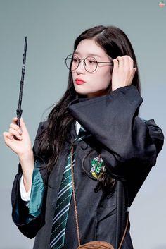 Kpop Girl Groups, Korean Girl Groups, Kpop Girls, Arin Oh My Girl, Jung Chaeyeon, Choi Yoojung, Kim Sejeong, Pretty Females, Harry Potter
