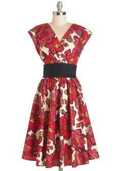 1960s Fashion - Pretty on the Park Bench Dress in Floral