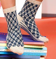 Ravelry: Route 66 pattern by Stephanie van der Linden actually fav nordic Scandinavian pattern Knitting Daily, Knitting Socks, Hand Knitting, Crochet Socks Pattern, Knitting Patterns, Ravelry, Scandinavian Pattern, Patchwork Quilt Patterns, Knitting Magazine