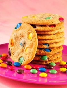 Learn how to prepare this easy M&M's Cookies recipe like a pro. With a total time of only 35 minutes, you'll have a delicious dessert ready before you know it. Chocolate Chip M&m Cookies, Recipe Filing, Good Food, Yummy Food, Cookies Ingredients, Cooking With Kids, Cookies Et Biscuits, No Bake Desserts, Mardi Gras