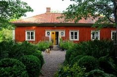 Home Decoration Application This Old House, House In The Woods, Swedish Cottage, Sweden House, Home Id, Orange House, Red Roof, Timber Frame Homes, Scandinavian Home
