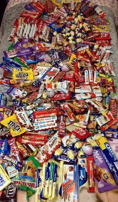Sleepover Snacks, Fun Sleepover Ideas, Night Snacks, Dairy Milk Chocolate, Love Chocolate, Chocolate Lovers, Chocolate Food, Chocolate Gifts, Think Food