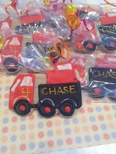 Construction trucks for a little boy's birthday party from Kookie Krums #peacelovecookies