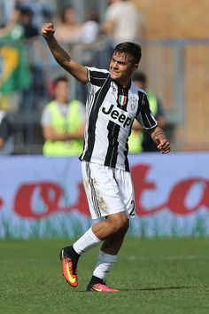 Paulo Dybala of Juventus FC celebrates after scoring a goal during the Serie A match between Empoli FC and Juventus FC at Stadio Carlo Castellani on October 2, 2016 in Empoli, Italy.