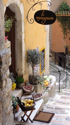 I would love to own a little cafe/ trattoria like this again.... lovely, its in Provence, France
