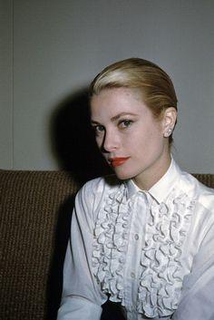 Grace Kelly elegant in ruffles