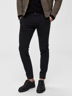 SELECTED HOMME Skinny-Fit-Chinos mit schrägen Taschen für 59,99€. Skinny fit, 98 % Baumwolle, 2 % Elastan, Knopf bei OTTO Skinny Fit Jeans, Skinny Chinos, Shorts, Black Jeans, Fitness, Pants, Products, Fashion, Clothing