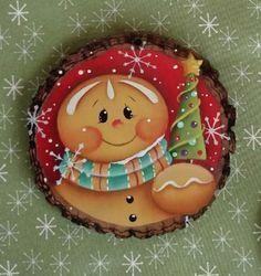 32 Creative DIY Christmas Tree Ideas for a Unique Holiday Season - The Trending House Christmas Rock, Pallet Christmas, Diy Christmas Ornaments, Christmas Balls, Rustic Christmas, Holiday Crafts, Christmas Wreaths, Christmas Decorations, Xmas