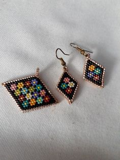 Delica beads Seed Bead Jewelry, Bead Jewellery, Seed Bead Earrings, Beaded Earrings Patterns, Beading Patterns, Beaded Bracelets, Earrings Handmade, Handmade Jewelry, Brick Stitch Earrings
