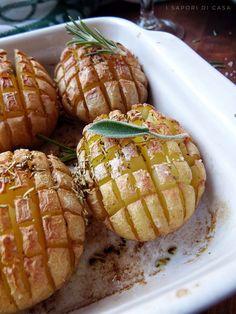 Patate a scacchiera Italian Recipes, Vegan Recipes, Food Decoration, Original Recipe, Food Art, Baked Potato, Food And Drink, Healthy Eating, Potatoes