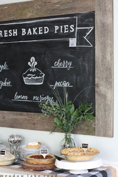 Holiday pie buffet, perfect for holiday entertaining! www.meadowlakeroad.com #crateholiday