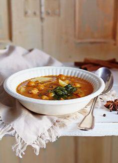 Rezept für Pastinaken-Curry mit Korianderpesto und Joghurt