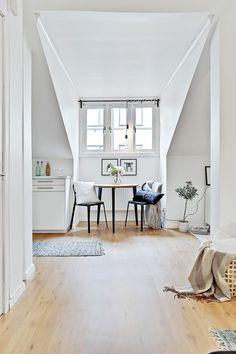 Garsonieră de 20 m² amenajată la mansardă | Jurnal de design interior