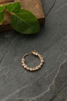 Antique Jewellery Designs, Gold Earrings Designs, Gold Jewellery Design, Antique Jewelry, Indian Jewelry Sets, Indian Wedding Jewelry, Royal Jewelry, Nose Ring Jewelry, Gold Nose Rings