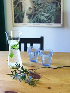 Summer is hot and it's important to stay hydrated 💦💦 Yet drinking just water can feel a bit boring.   Here's a few recipes to help:  🍏Mint & Cucumber water in this #IittalaKartio pitcher and serve from #IittalaKastehelmi glasses.  🍇Blueberry & Thyme water in #IittalaFlora pitcher and glasses  🍓 Strawberries, raspberries and violet petals for a #BirgerKaipiainen drink. Match with #ArabiaParatiisi pitcher and #IittalaPioni glasses.  Click the link to discover the #vintagedishes !