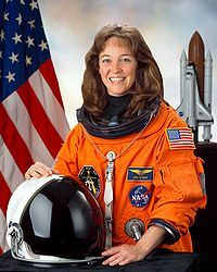 Lisa Nowak: The Astronaut Who Drove Across The Country In A Diaper Evil People, Crazy People, Tan Trench Coat, Nasa Space Program, Nasa Astronauts, The Right Stuff, Black Wig, Black Gloves, Nick Offerman